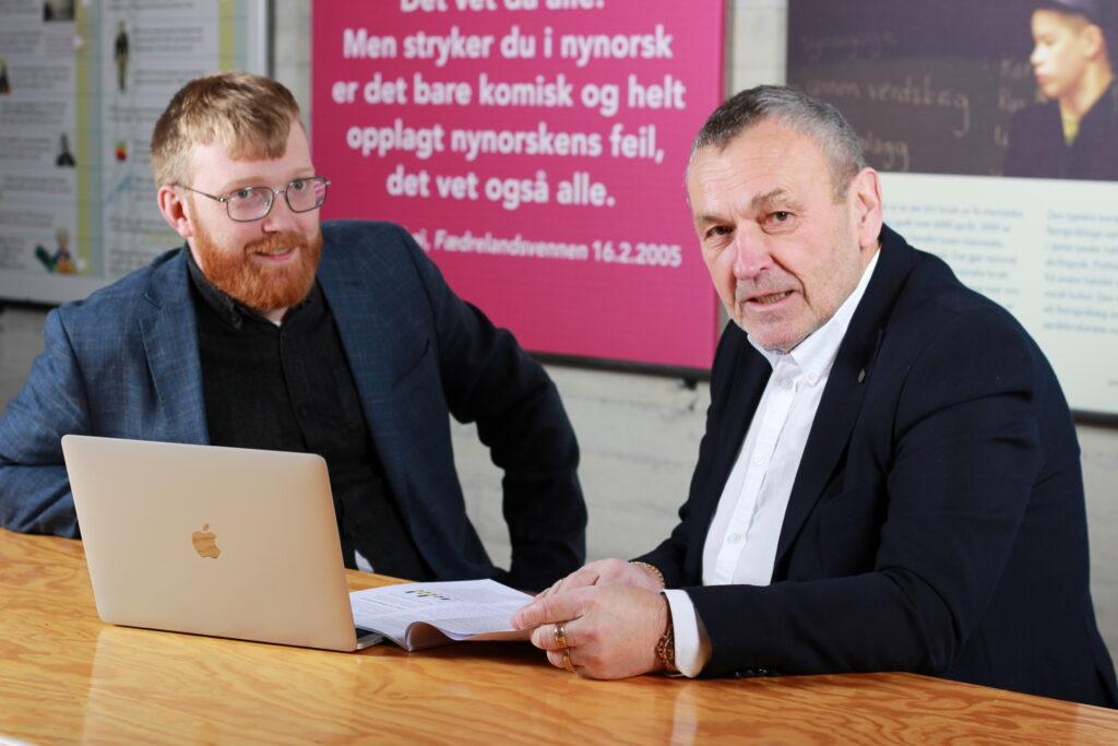 Bilete av styreleiar i Nynorsk kultursentrum Lodve Solholm og direktør Per Magnus Finnanger Sandsmark.
